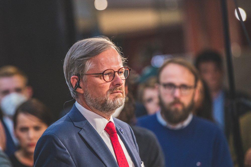 Petr Fiala ve volebním štábu Spolu