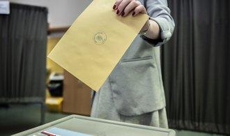 Volební lístky a jak s nimi naložit. Pod jakými čísly letos kandidují politické strany?