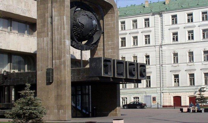 vstup do budovy, kde sídlí TASS