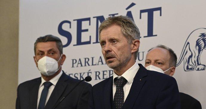 ŽIVĚ: Vystrčil a senátoři o Zemanově zdraví: Prezident není schopen vykonávat úřad