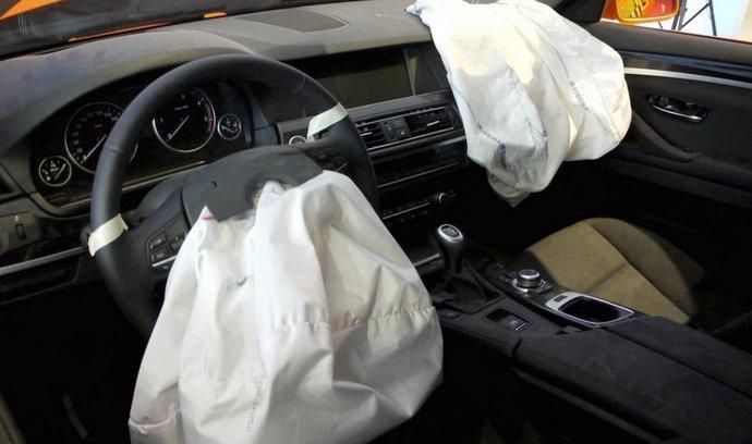 Vystřelené airbagy po nárazovém testu