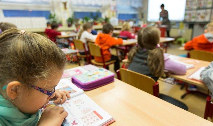 Výuka v první třídě na základní škole v Kladně.