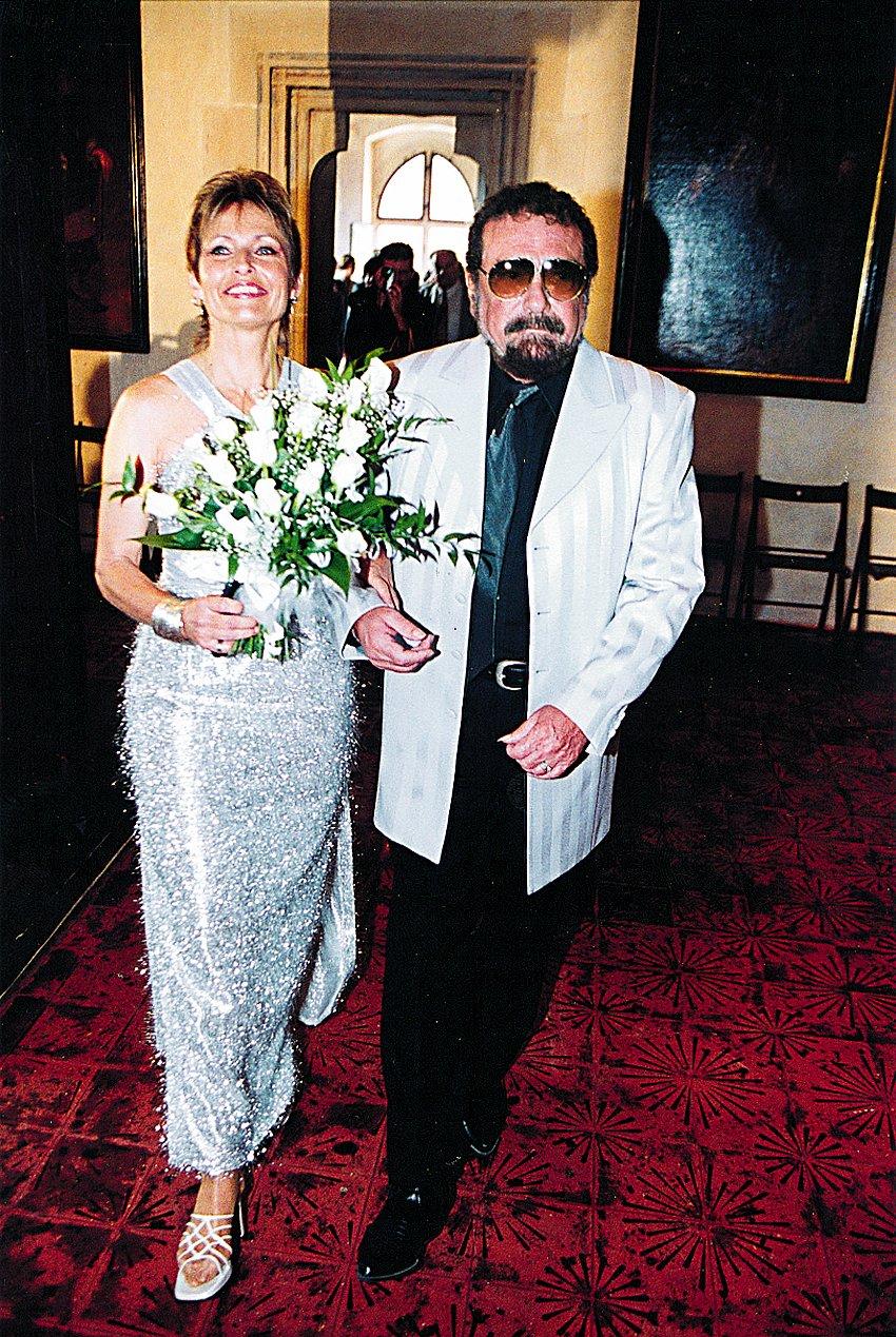 2001- Oslava stříbrné svatby Matuškových na Karlštejně