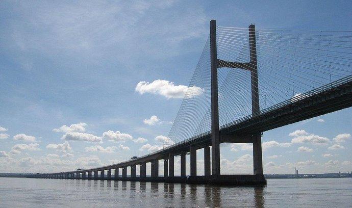 Wales může nově získat i kontrolu na dopravou (Most přes řeku Severn)