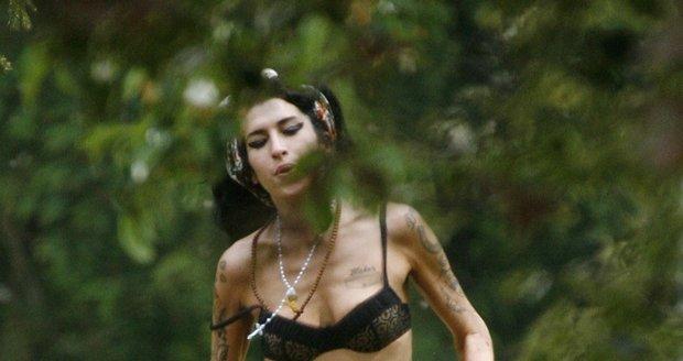 Drogy a alkohol se na Amy Winehouse silně podepsaly