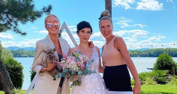 Yvona Maléřová, starší sestra Simony Krainové, ženila syna.