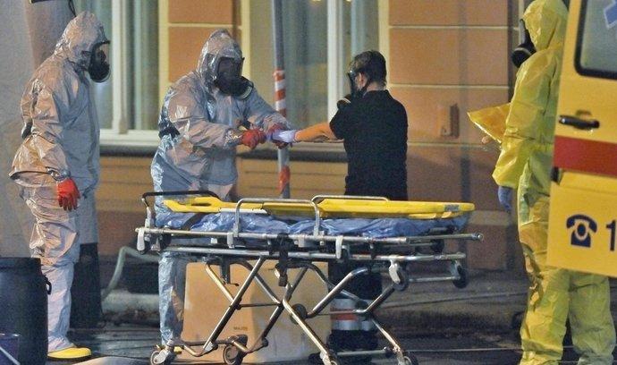 Z jednoho z karlovarských hotelů odvezli 11. října zdravotníci ženu s možným podezřením na nákazu ebolou. O převozu do pražské nemocnice Na Bulovce na místě rozhodl epidemiolog. Žena měla horečky a symptomy infekční choroby, před měsícem a půl se vrátila z Nigérie. Podle dosavadních informací lékaři nicméně předpokládají, že půjde o jiné onemocnění než ebola, a krizový režim proto aktivován nakonec nebyl.