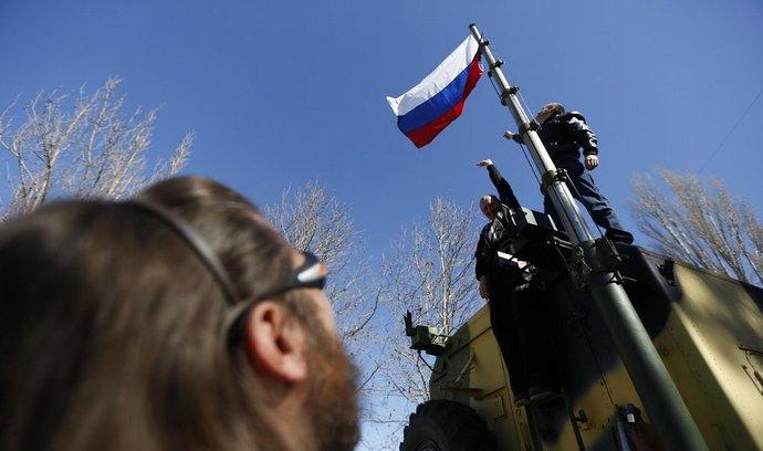 Zabírání ukrajinských základech ruskou armádou pokračuje