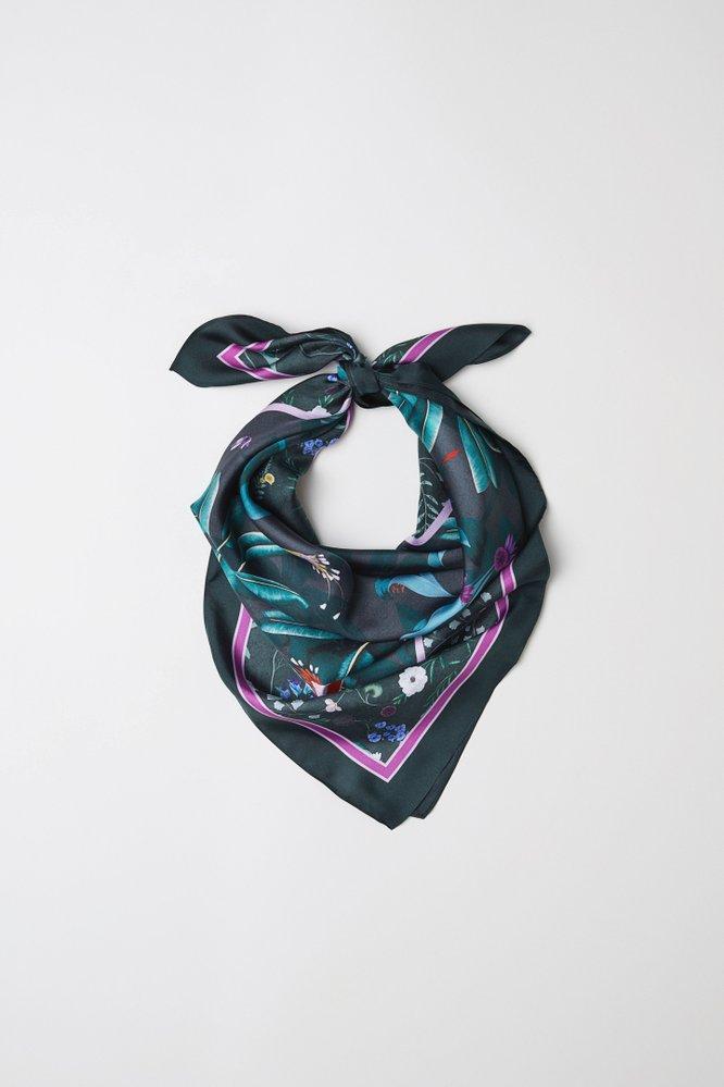 Hedvábný šátek, Anna Glover x HM, 599 Kč
