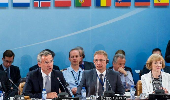 zasedání NATO, Jens Stolltenberg