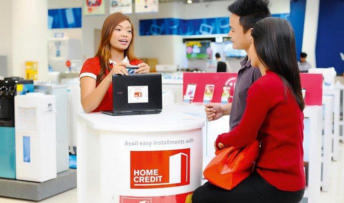 Zatím hlavně hotovost. Sedm z deseti Filipínců zatím nemá bankovní účet. Jejich finanční gramotnost je velmi slabá.