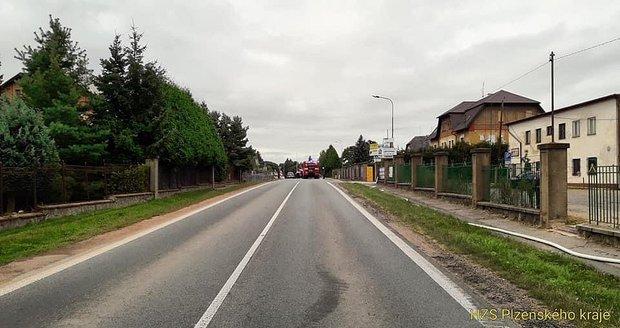 Na Plzeňsku unikl plyn z vyrovnávací nádrže: Hasiči evakuovali 30 lidí.