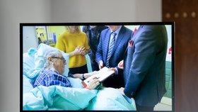 ONLINE: Zeman dál leží na KARIM. 28. října bude mít na Hradě projev Klaus