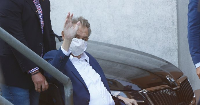 Kdy pustí Zemana z nemocnice? Ovčáček zmínil další program prezidenta