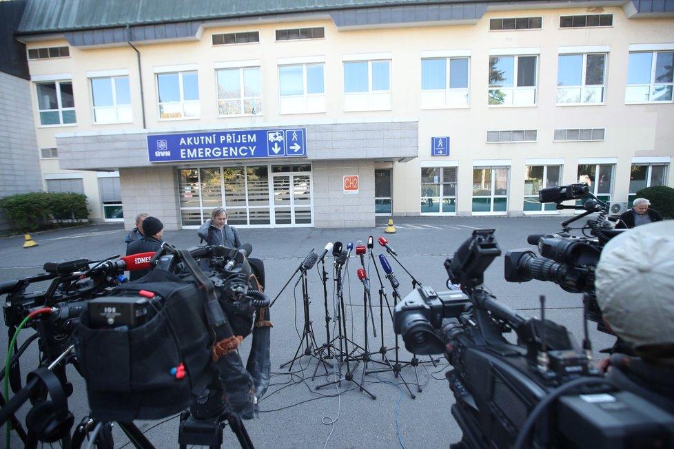 Prezidenta Miloše Zemana odvezla sanitka do Ústřední vojenské nemocnice (10.10.2021)