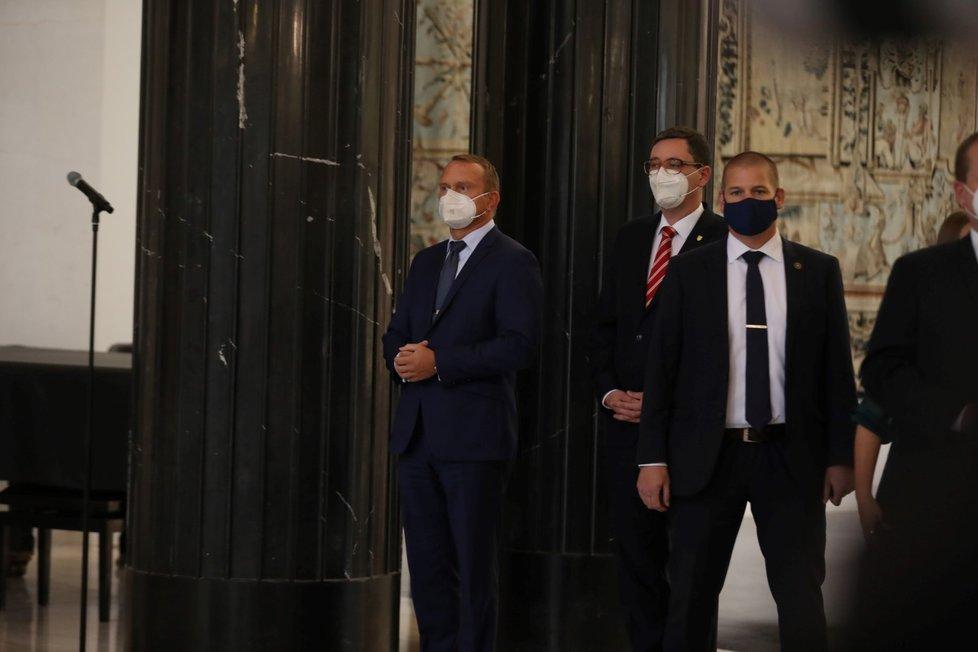 Kancléř Vratislav Mynář a mluvčí Hradu Jiří Ovčáček na tiskové konferenci ke zdravotnímu stavu prezidenta Miloše Zemana (14.10.2021)
