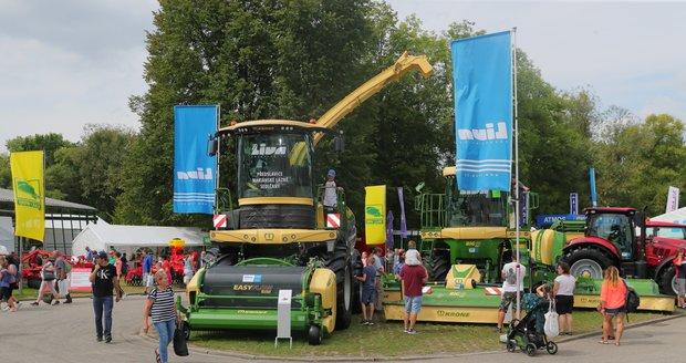Vystavena je různá zemědělská technika.