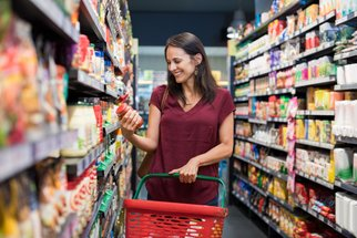 Zásoby jídla: Jak rozumně nakoupit na následující dny a nebýt odkázáni na lančmít?