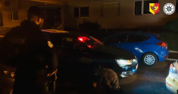 Pražským policistům ujížděl řidič se třemi zákazy řízení, pod vlivem alkoholu a drog.