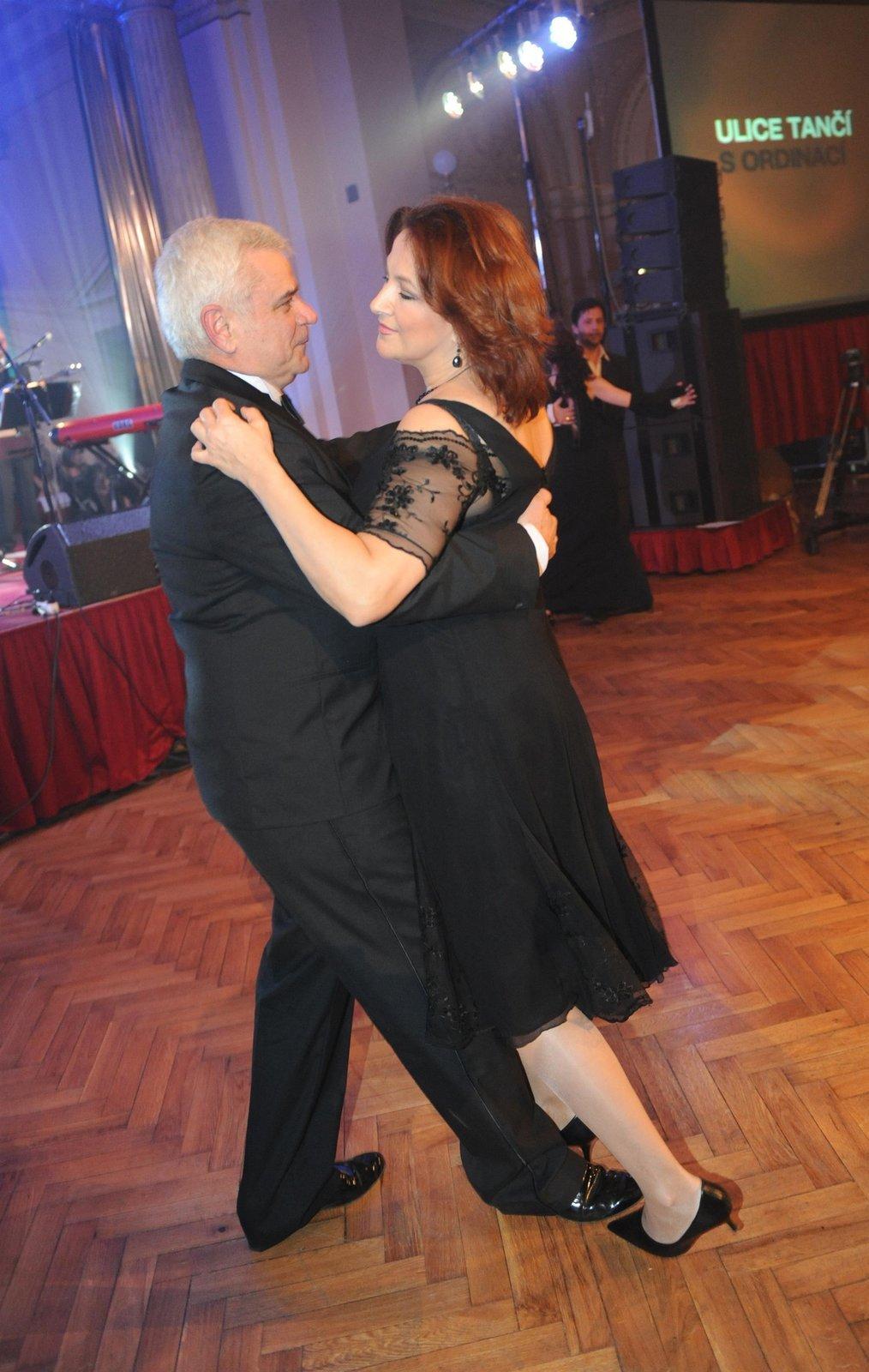 Zlata s Petrem na plese televize Nova.
