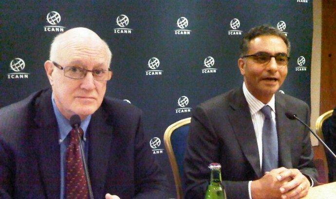 Zleva: předseda představenstva ICANN Steve Crocker a nově jmenovaný šéf organizace Fadi Chedahé
