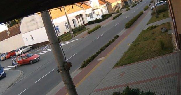 Zloděj ve Svatobořicích-Mistříně měl velkou dávku drzosti. Babettu ukradl za bílého dne v centru obce u obecního úřadu a bez jakéhokoliv maskování.