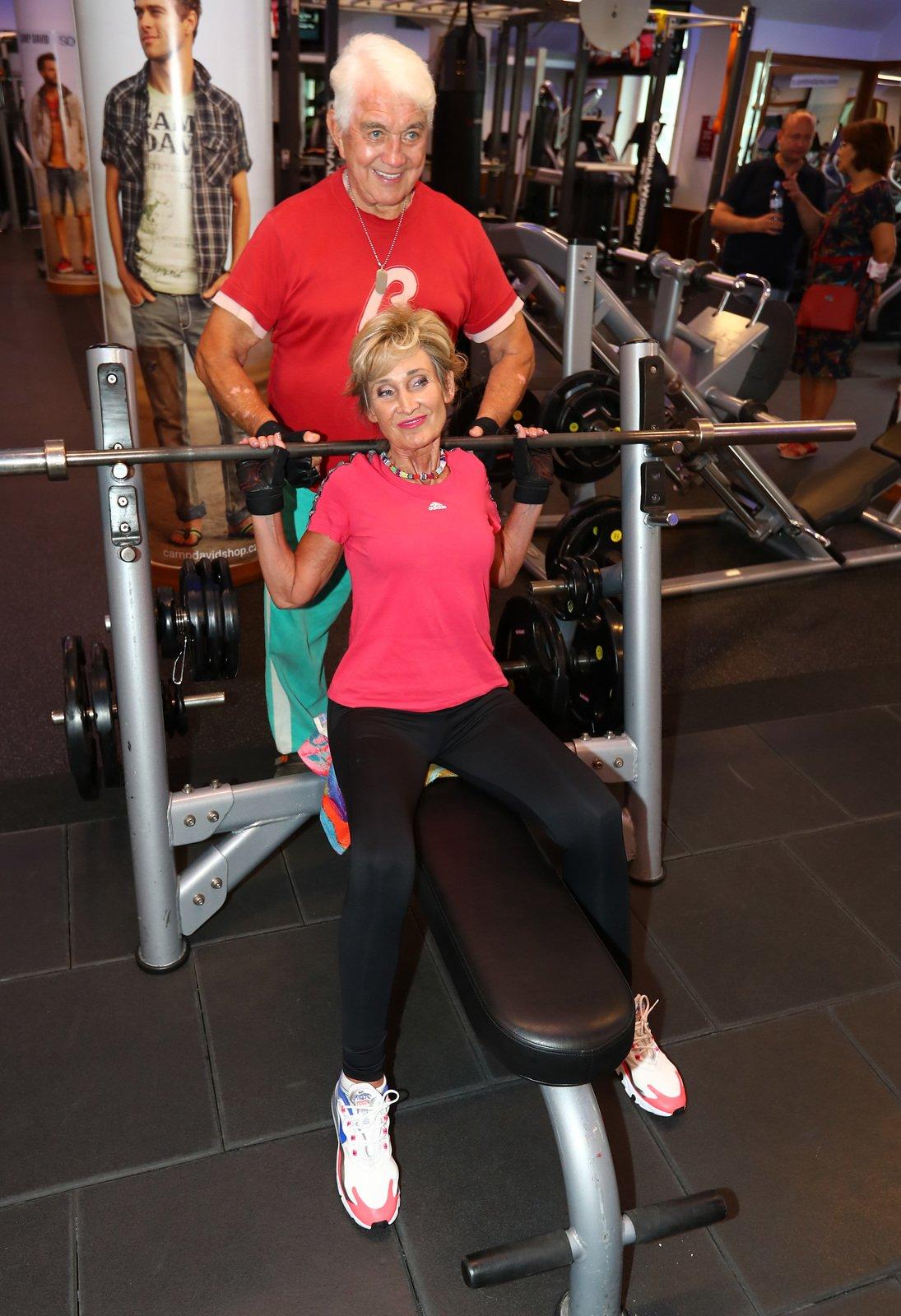 Moderátorka Zuzana Bubílková je stále velice aktivní. S Jiřím Krampolem chodí pravidelně do fitness.