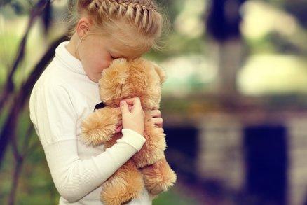 Mýty o zneužívání: Většině dětí ublíží děda nebo tatínek, ne cizí lidé!