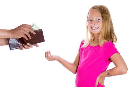 Zkušenosti čtenářek: jaké kapesné dávají dětem? Stovku týdně i dvě na měsíc