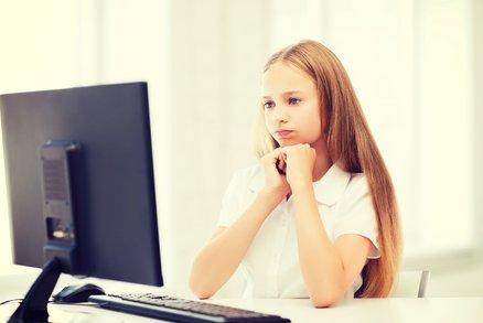 5 věcí, které nikdy nedělejte svým teenagerům na internetu!