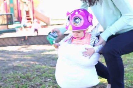 Matka vše dezinfikuje a na hřišti dítě obaluje polštářem. Přehání to?