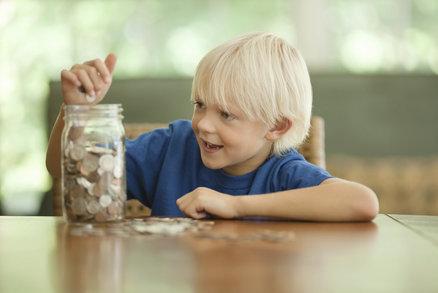 Jak naučit děti zacházet s penězi ve 2, 5, 10 nebo 12 letech? Tipy, které fungují
