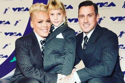 Ani kluk, ani holka. Zpěvačka Pink vychovává dceru i syna bezpohlavně. Není jediná!