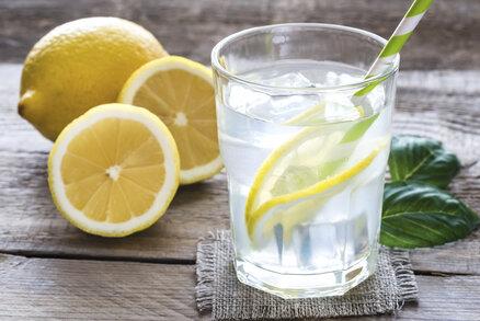 Hubnoucí hit! Sklenička citronové šťávy po ránu – zázrak, nebo mýtus?