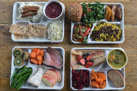 Takhle vypadají školní obědy ve Francii, USA a na Ukrajině. Jak dopadlo Česko?