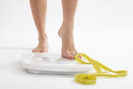 Než začnete na Nový rok hubnout, zjistěte svou ideální váhu!