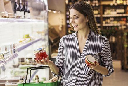 Těchto 5 potravin by si nutriční poradce nikdy nekoupil. Kolik z nich doma máte?