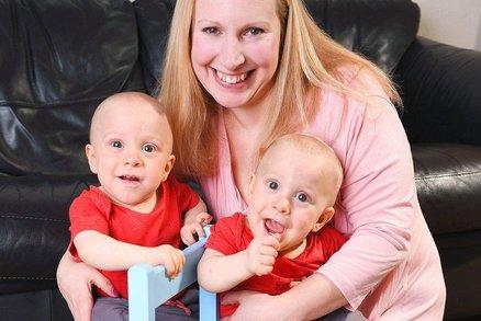 Kluci málem zemřeli v děloze, teď mezi sebou dvojčata mají mimořádně silnou vazbu