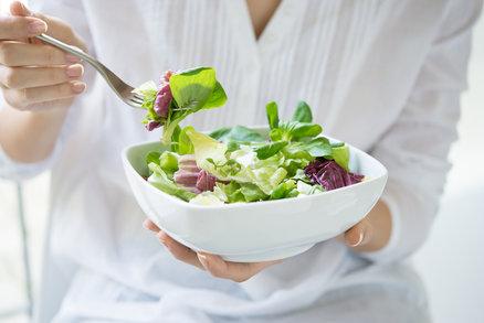 V létě vám hrozí přehřátí organismu! Víme, které potraviny mu mohou zabránit
