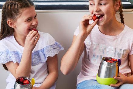 Zima s dětmi: Chytrá kombinéza, praktická termoska, šikovný lunch box