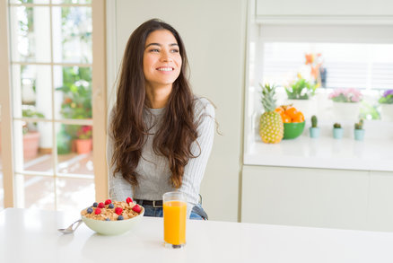 Chcete přes den spálit dvojnásobek kalorií? Vědci radí: snídejte!