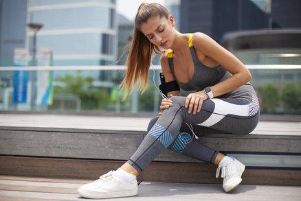 Bolí vás kolena? Známe cviky, při kterých je nebudete namáhat