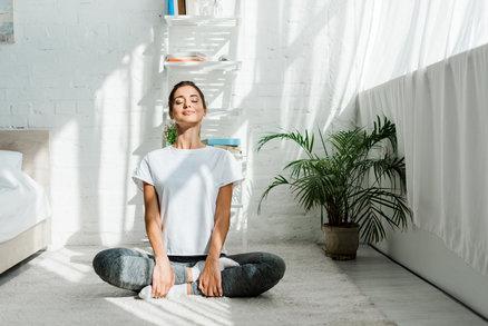 Cvičte s námi v karanténě: Cviky na každý den – jógové protažení