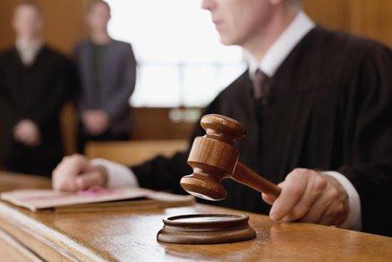 Soudce ukradl studentovi peněženku a uspokojil se: Se sexuální deviací se musí léčit