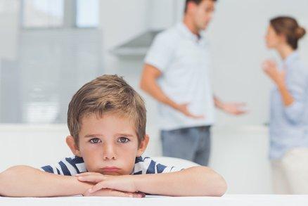 Vědci: Nevadí, když se rodiče hádají před dětmi. V dospělosti budou lépe zvládat spory