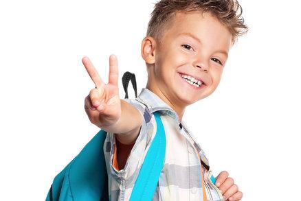 Umí vaše dítě nosit školní batoh a neničit si záda? Tak schválně!