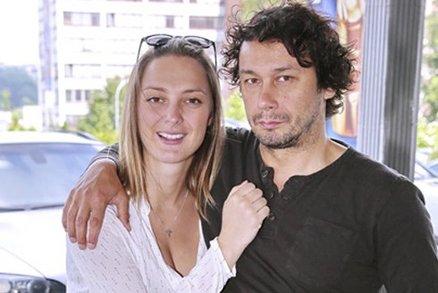 Herečka Bára Poláková porodila holčičku: Jaké jméno jí s Pavlem Liškou vybrali?
