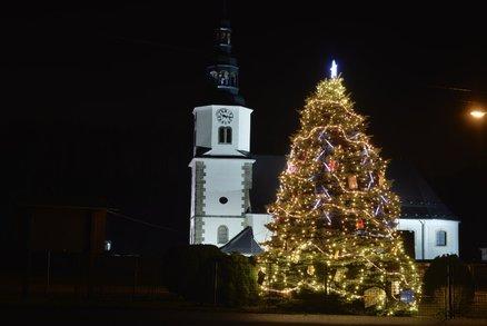 O Vánocích půjde do kostela jen třetina Čechů. Jak to máte o svátcích vy?