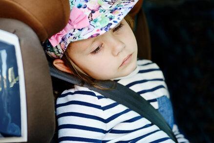 Zvracení v autě: Co dělat, aby dětem nebylo špatně?