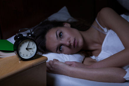 Práce z domova zvyšuje úmrtnost. Lidé jsou víc ve stresu a nespí, tvrdí studie
